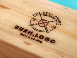 木质背景的LOGO展示样机