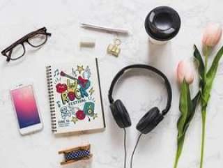 音乐样机与耳机和各种对象