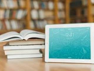 平板电脑或电子书阅读器样机与文学概念