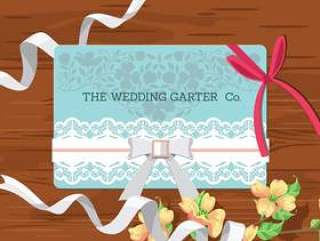 婚礼的概念。在木背景的新娘辅助部件。与袜带的婚礼邀请