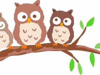 在树上拥挤的猫头鹰
