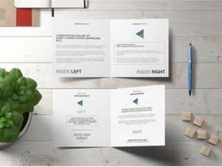 方形双折小册子或贺卡样机与罗勒植物