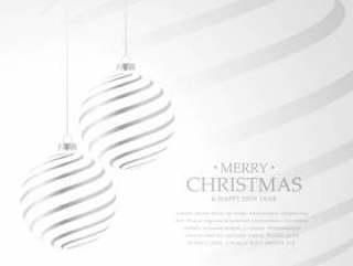 挂在白色背景上的银色圣诞球