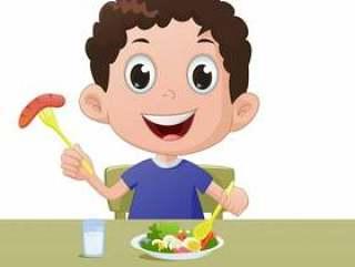 与蔬菜和一杯牛奶一起的男孩早餐