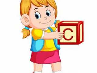 拿着字母表立方体的小女孩