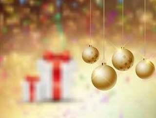离焦模糊背景上的圣诞小玩意