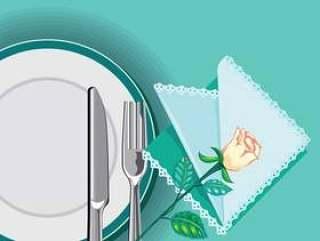 用刀和叉子和一个餐巾的板关闭