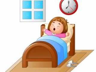 醒来在床上和打呵欠的小女孩
