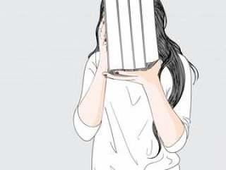 一个女人拿起她喜欢的很多书,她喜欢读书