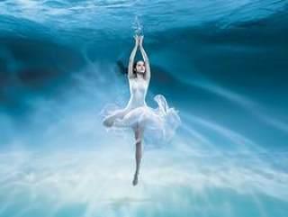海水下的舞蹈美女PSD分层