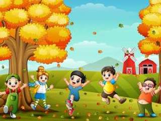 使用在农厂风景的愉快的孩子秋天